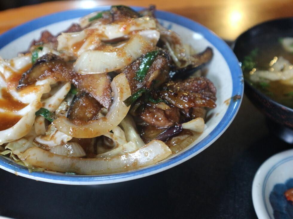 肉丼 (880円)